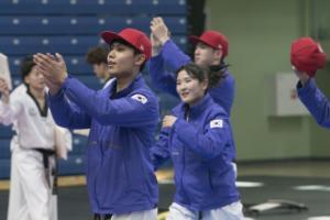 Taekwondo demonstratsioonesinemisied Kalevi spordihallis. Foto: Albert Truuväärt
